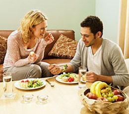 Cupluri Unul vrea sa tina dieta, celalalt nu. Ce e de facut?