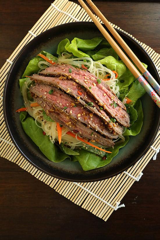 Friptura cu salata si taietei