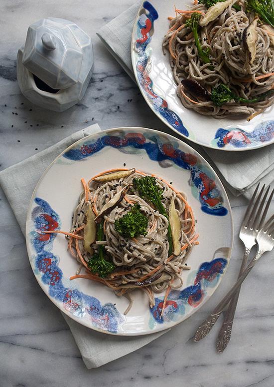 Salata cu taietei si pasta de susan