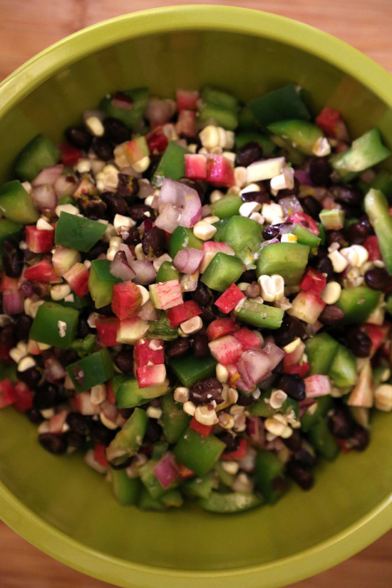 Salata de fasole neagra