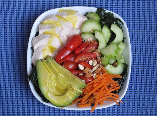 Salata de pui cu varza kale
