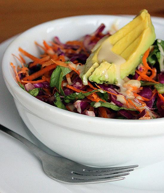 Salata-de-varza-rosie-cu-avocado